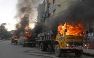 29_Truck+Fire+Chittagong_150713
