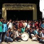 কুমিল্লার হোমনা ডিগ্রী কলেজ জাতীয়করণে অন্তর্ভূক্ত আনন্দে এলাকায় মিষ্টি বিতরণ